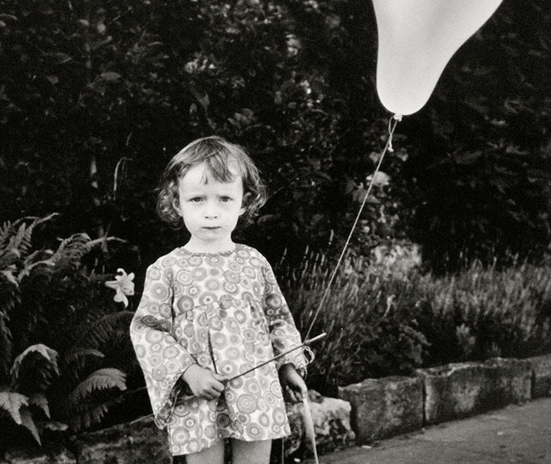 Marti Friedlander, Girl with Balloon,1966
